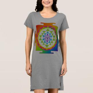 PixDezines Sri Yantra/arco-íris Tshirts