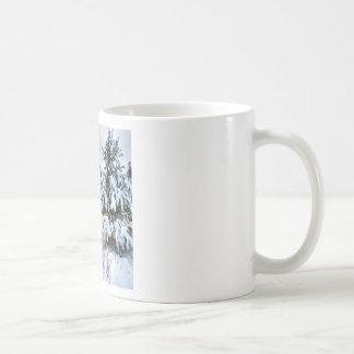 Plantação nova do inverno da natureza caneca