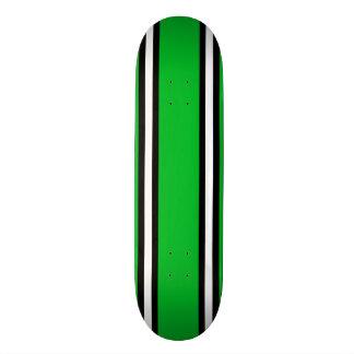 Plataforma preta & branca verde do skate das