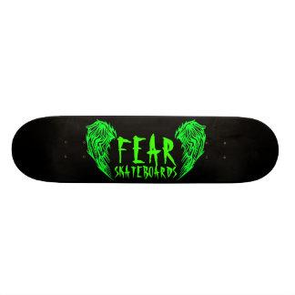 Plataforma preta do skate do medo com verde