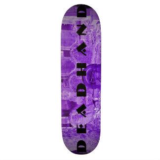 Plataforma roxa do skate da lápide do logotipo
