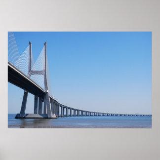 Ponte de Vasco da Gama sobre o rio Tagus em Lisboa Pôster