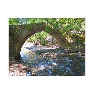 Ponte medieval de Kelefos na floresta de Chipre Impressão Em Canvas