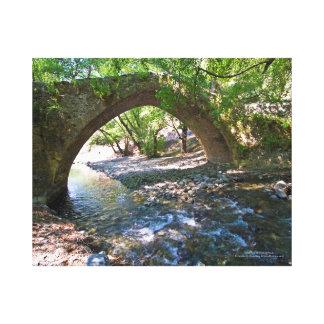 Ponte medieval de Kelefos na floresta de Chipre Impressão Em Tela