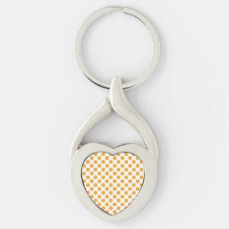 Pontos alaranjados grandes no branco chaveiro coração torcido cor prata