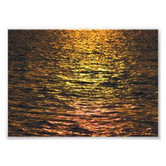 Por do sol abstrato na água impressão de foto