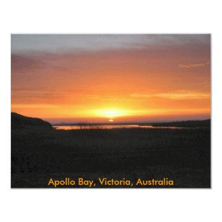 Por do sol da baía de Apollo Convite 10.79 X 13.97cm