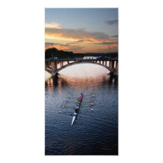 Por do sol do Scull do enfileiramento do lago Impressão De Foto