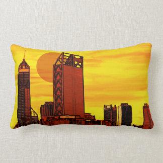 Por do sol do vermelho da skyline da cidade almofada lombar