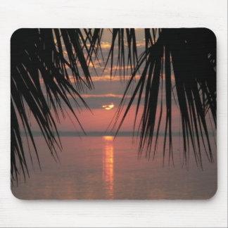por do sol na costa do espaço mouse pad