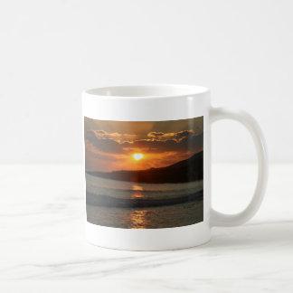 Por do sol na praia da Dinamarca Luz do Praia, o Caneca De Café