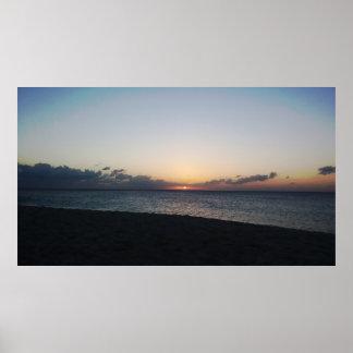 Por do sol sobre o poster do oceano pôster