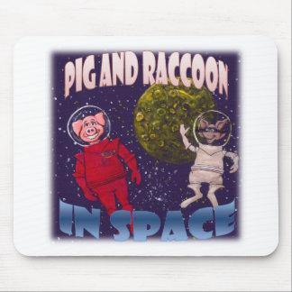 Porco e guaxinim no espaço mouse pad