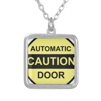 Porta automática do cuidado colar banhado a prata