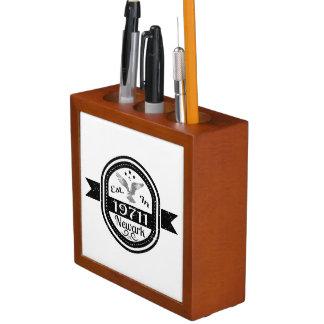 Porta-caneta Estabelecido em 19711 Newark