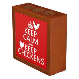 Porta-caneta Mantenha calmo e mantenha galinhas (alguma cor do