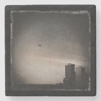 Porta-copo De Pedra helicóptero sobre a baía de New York
