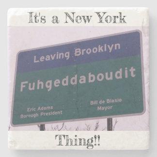 Porta-copo De Pedra Saindo de Brooklyn New York Fuhgeddaboudit