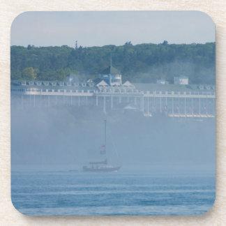 Porta-copo Hotel grande através da névoa
