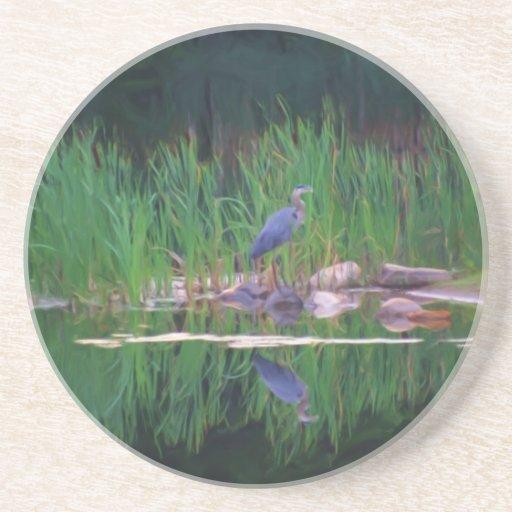 Porta copos azul do animal da reflexão da lagoa da