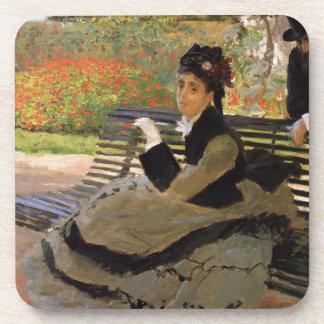 Porta-copos Camilo Monet em um banco do jardim - Claude Monet