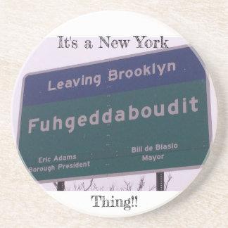 Porta-copos Saindo de Brooklyn New York Fuhgeddaboudit