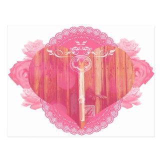 Porta dada forma coração com chave de esqueleto cartão postal