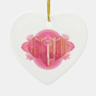 Porta dada forma coração com chave de esqueleto ornamento de cerâmica coração
