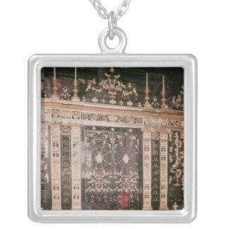 Portas da tela do santuário colar banhado a prata