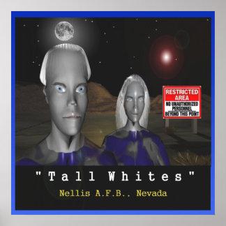 Poster branco alto dos aliens