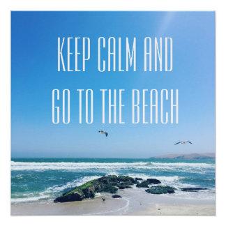 Póster Mantenha a calma e vá ao poster da praia