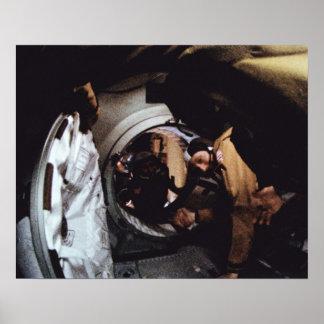 Poster O astronauta Stafford cumprimenta o cosmonauta