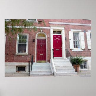 Póster O tijolo abriga portas vermelhas