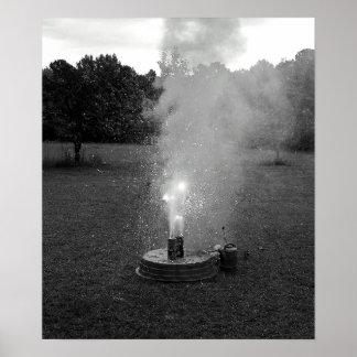 Poster preto e branco dos fogos-de-artifício em
