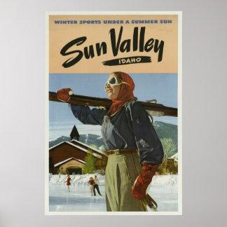 Póster Viagens vintage dos esportes de inverno de Sun