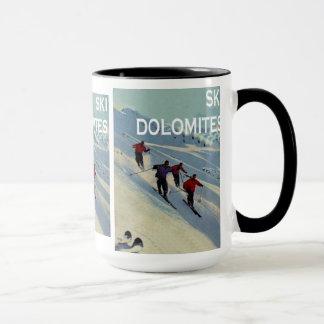 Posters do esqui do vintage, dolomites do esqui caneca