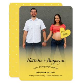 Pouco olá! um anúncio amarelo da foto da gravidez convite 12.7 x 17.78cm