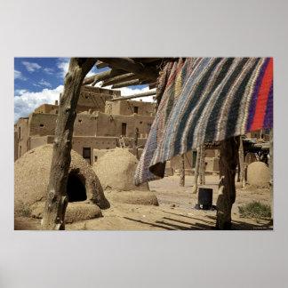 Povoado indígeno histórico de Taos como era em 193 Pôster