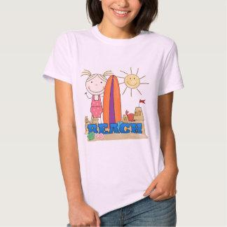 PRAIA - camiseta e presentes louros da menina