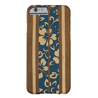 Prancha havaiana da madeira do falso do vintage de capa iPhone 6 barely there