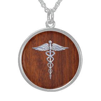 Prata como o impressão de mogno do símbolo médico colar com pendente redondo