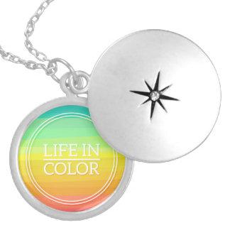 Prata das citações do arco-íris chapeada em volta locket