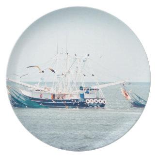 Prato Barco azul do camarão no oceano