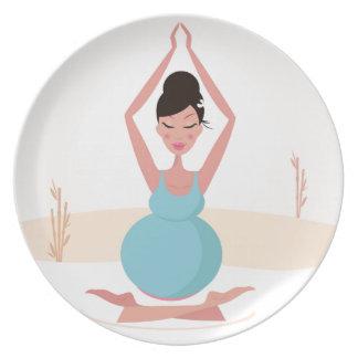 Prato De Festa Ilustração criativa da menina da ioga: Camiseta