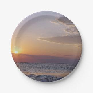 Prato De Papel Praia no nascer do sol