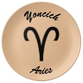 Prato De Porcelana Padrão do símbolo do zodíaco do Aries por Kenneth