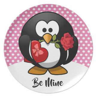 Prato Pinguim dos namorados com chocolate e presente dos