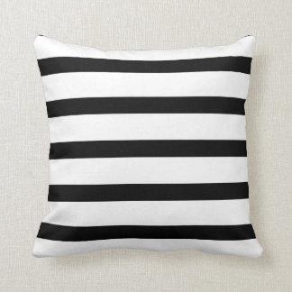 Prazer listrado preto e branco travesseiros de decoração