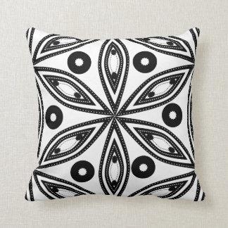 Precioso em preto e branco travesseiros
