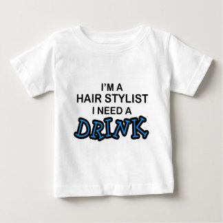 Precise uma bebida - cabeleireiro camisetas